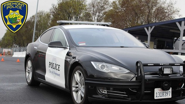 Police Tesla goes flat during pursuit