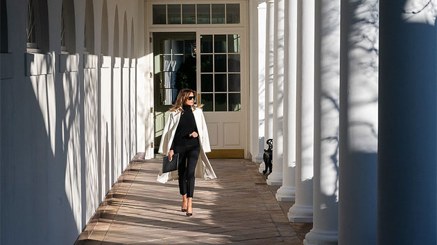 Official White House Photo by Andrea Hanks