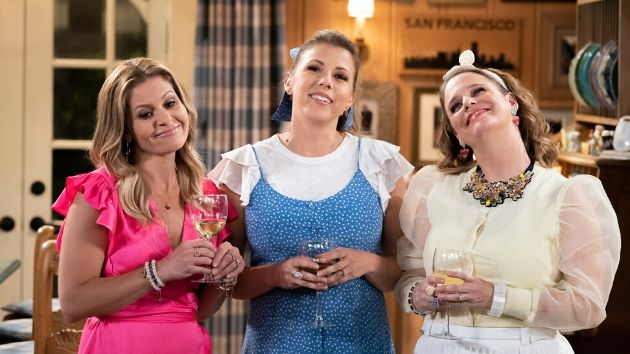 Here's How Fuller House Explained The Absence Of Aunt Becky