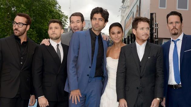"Ellin (rear) with cast of ""Entourage"" -- Dave J Hogan/Getty Images"